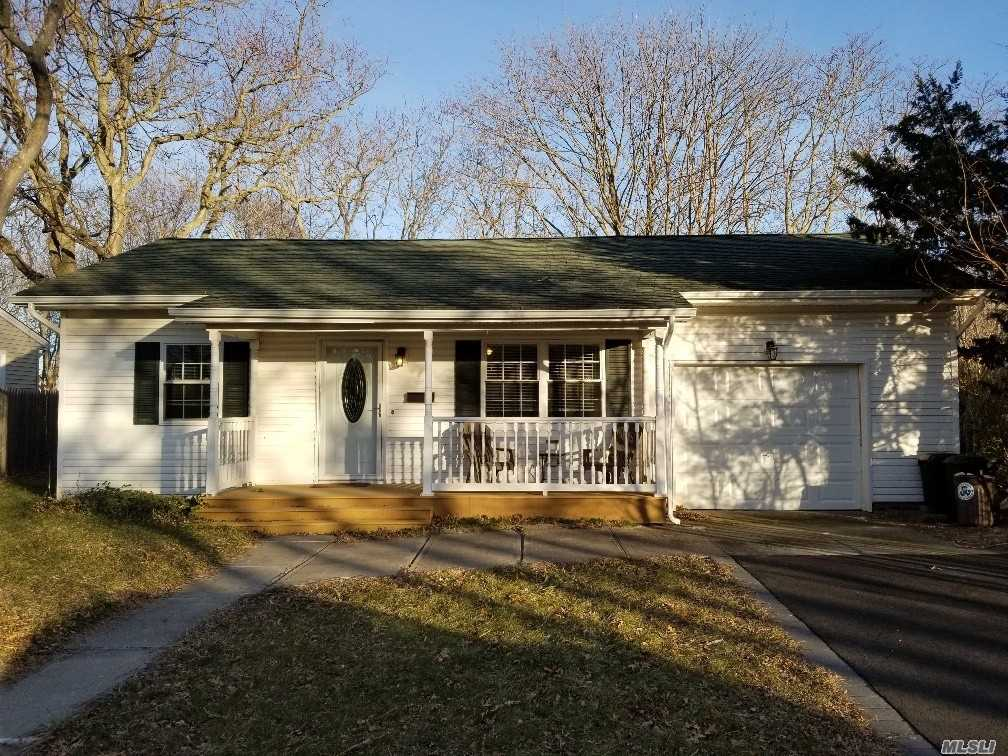Photo of home for sale at 383 River Ave, Patchogue NY