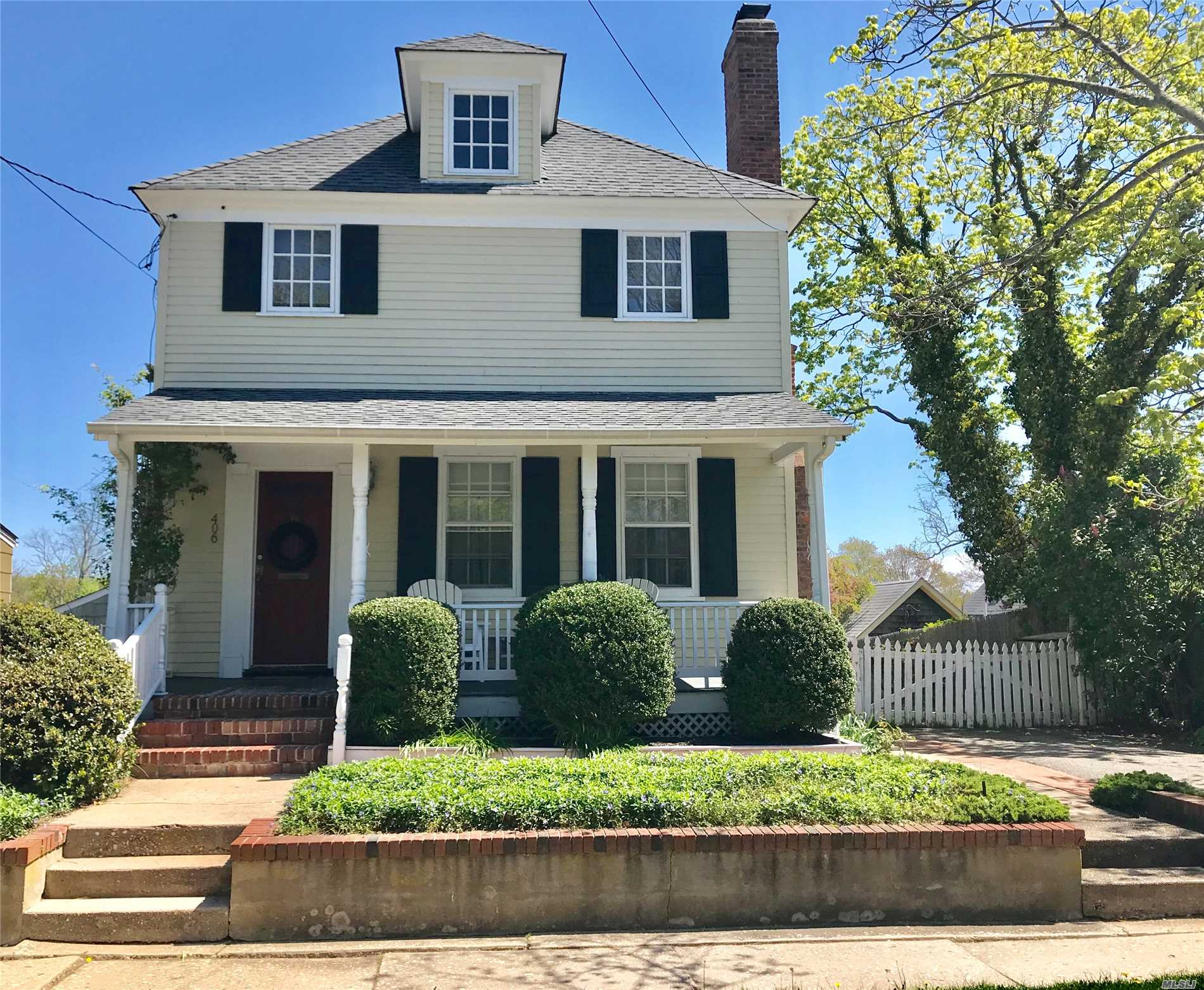 Photo of home for sale at 406 Atlantic Ave, Greenport NY