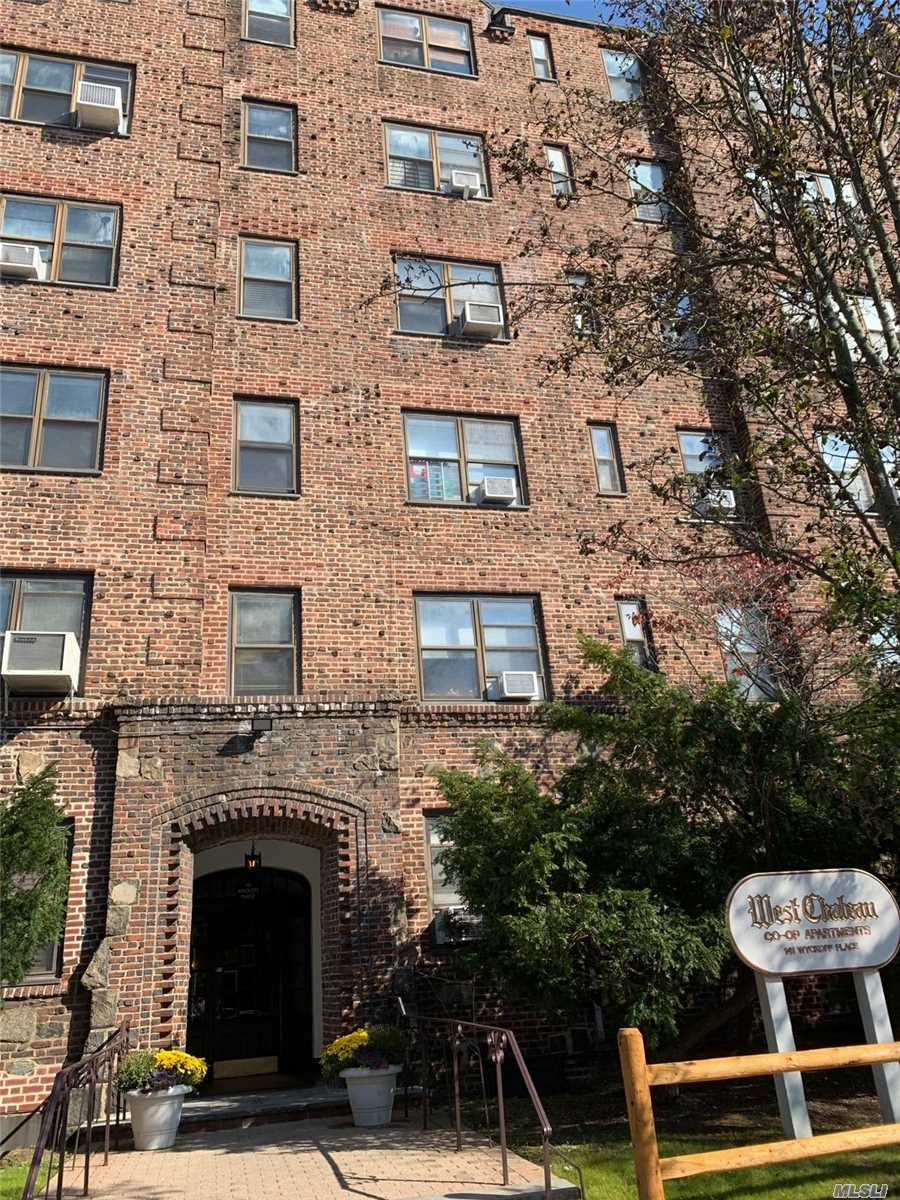 Property for sale at 141 Wyckoff Pl, Woodmere,  NY 11598