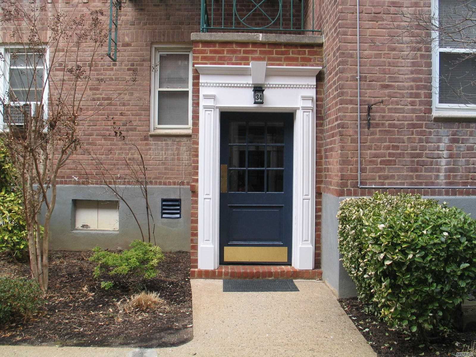 Property for sale at 34 Cathedral Ave, Hempstead,  NY 11550