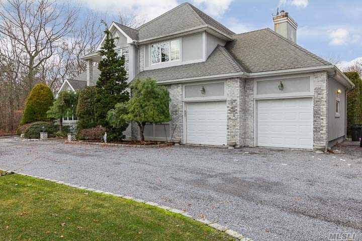 Photo of home for sale at 2 Carmen View Dr, Shirley NY