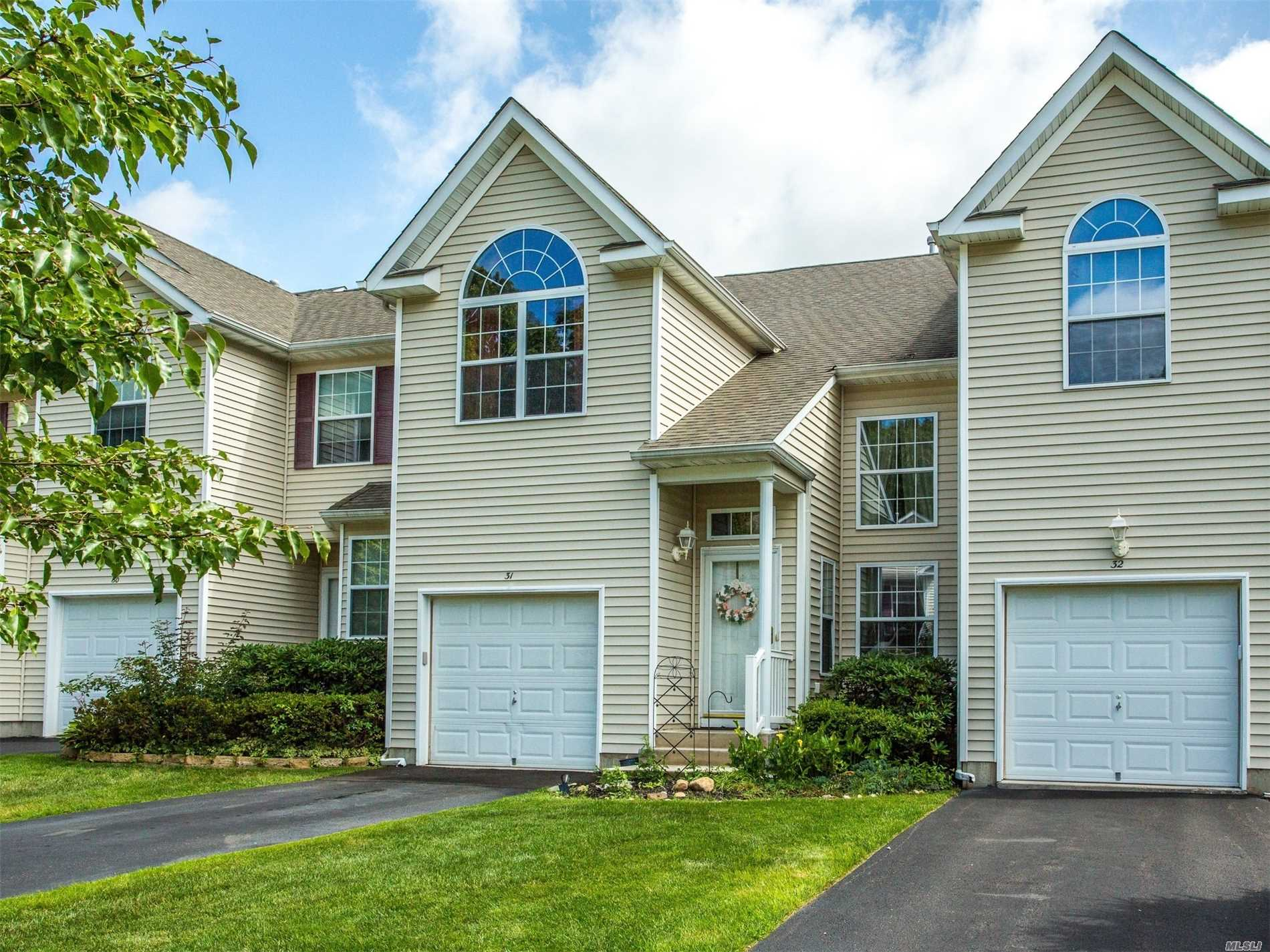 Property for sale at 31 Cranberry Cir, Medford,  NY 11763