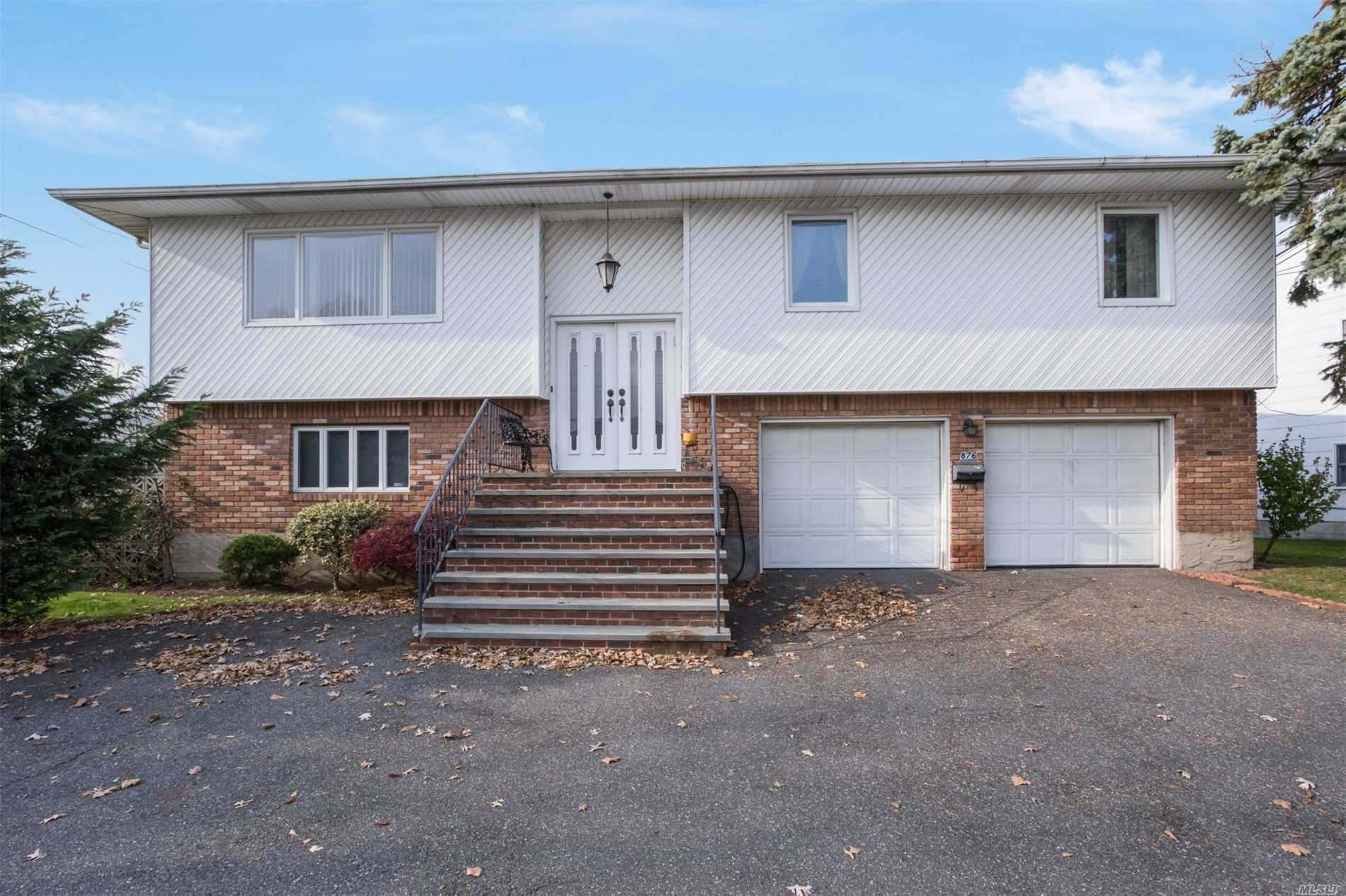 Photo of home for sale at 876 Peninsula Blvd, Woodmere NY