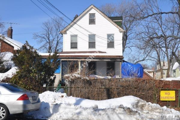 Photo of home for sale at 149-43 12Th Avenue, Whitestone NY