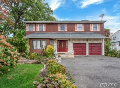Photo of home for sale at 272 Mill Rd, Valley Stream NY