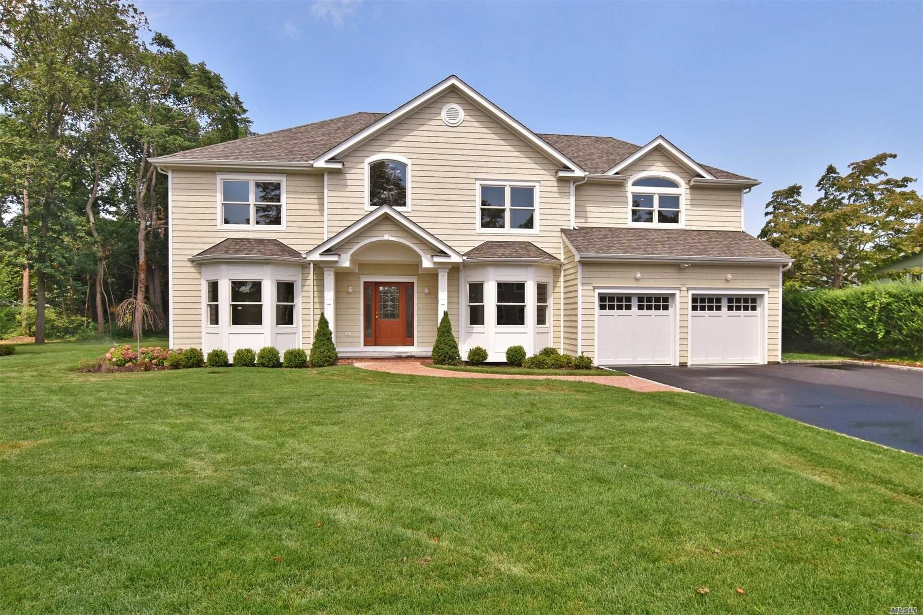 Photo of home for sale at 48 Hillside Pl, Northport NY