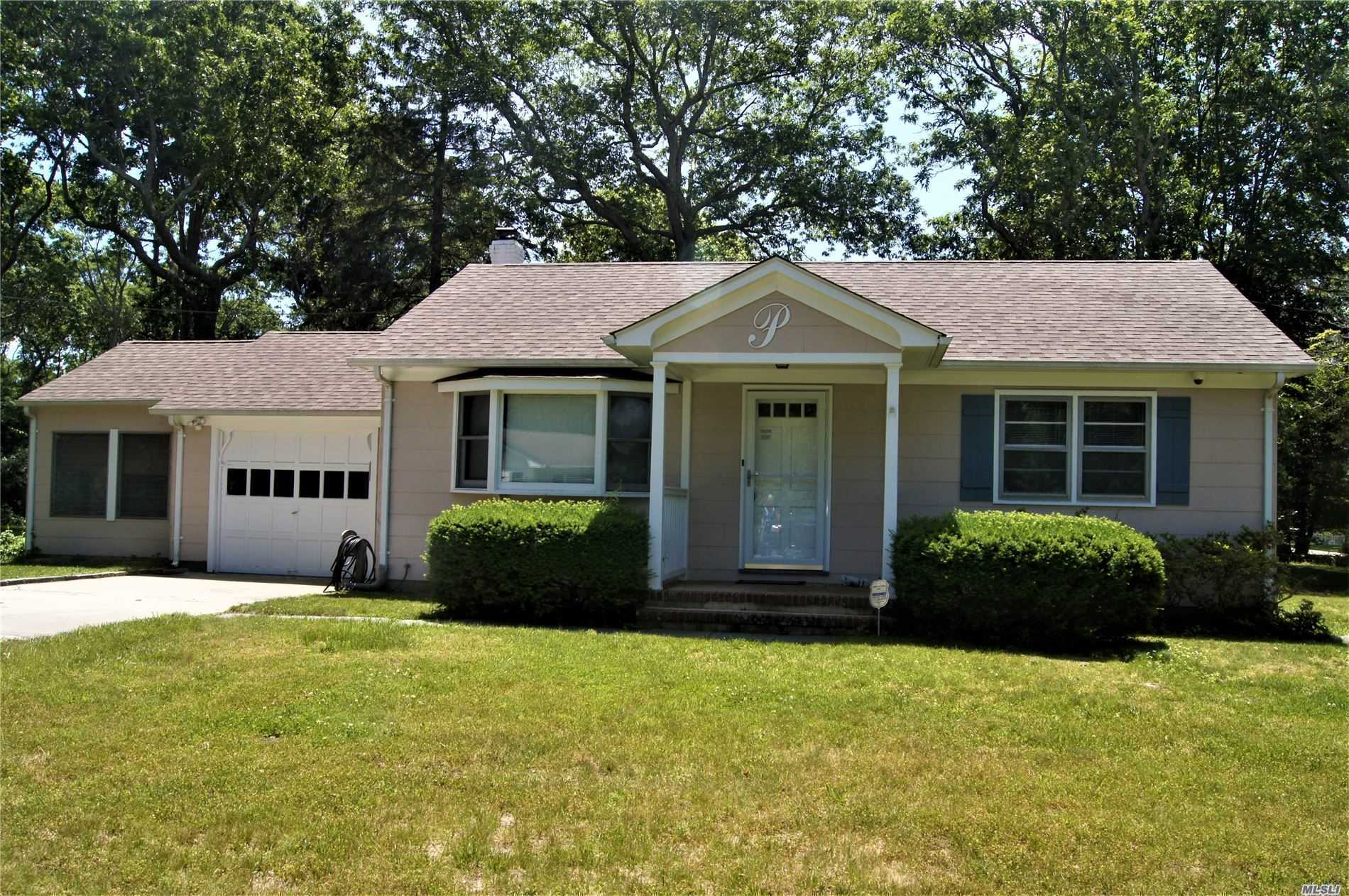 Photo of home for sale at 43 Donellan Rd, Hampton Bays NY