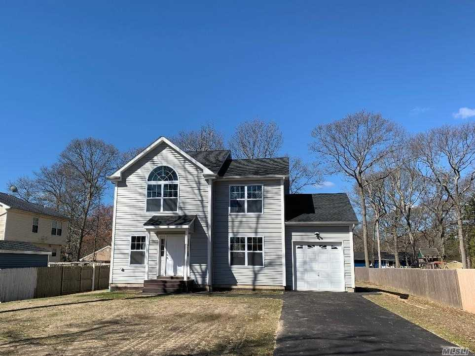 Photo of home for sale at 480 William Floyd Pky, Shirley NY