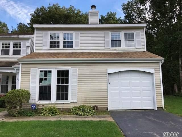 Property for sale at 239 Ivy Meadow Ct, Middle Island,  NY 11953