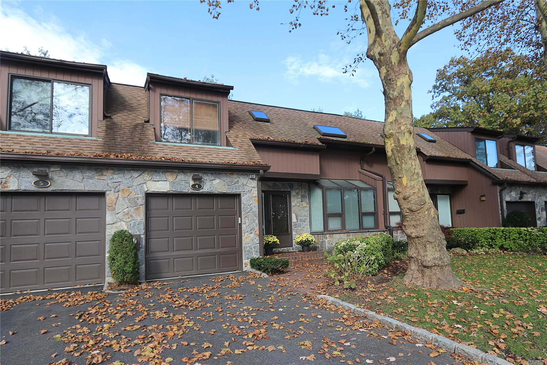Property for sale at 4 Pony Cir, Roslyn Heights,  NY 11577