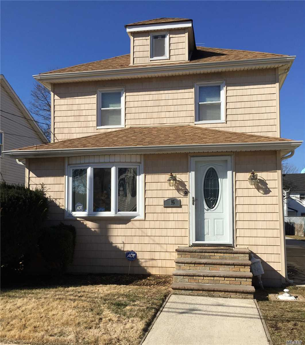 Photo of home for sale at 16 Monroe Pl Nw, Hempstead NY
