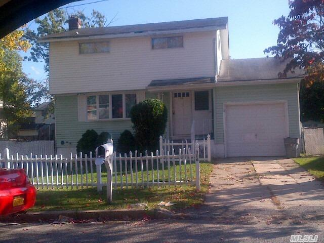 Photo of home for sale at 166 Sherman St, Brentwood NY