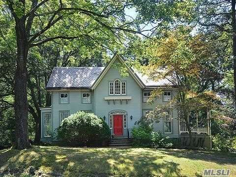 Photo of home for sale at 111 Downing Ave, Sea Cliff NY