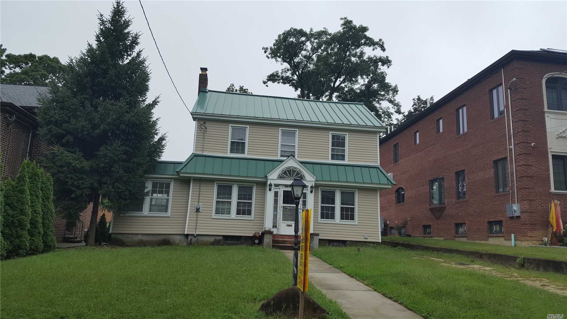 Photo of home for sale at 86-70 Palo Alto St, Holliswood NY