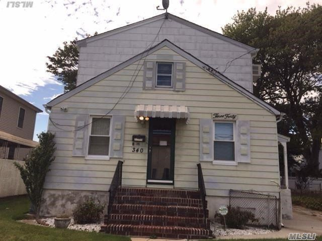 Photo of home for sale at 340 Doris Ave, Franklin Square NY