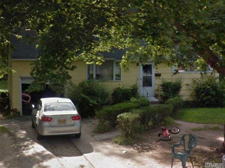 Photo of home for sale at 854 Doane Ave, Bellport NY