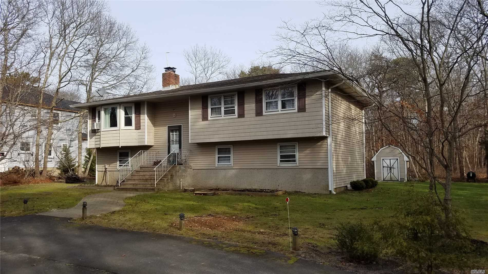 Photo of home for sale at 32 Quogue Riverhead Rd, Quogue NY