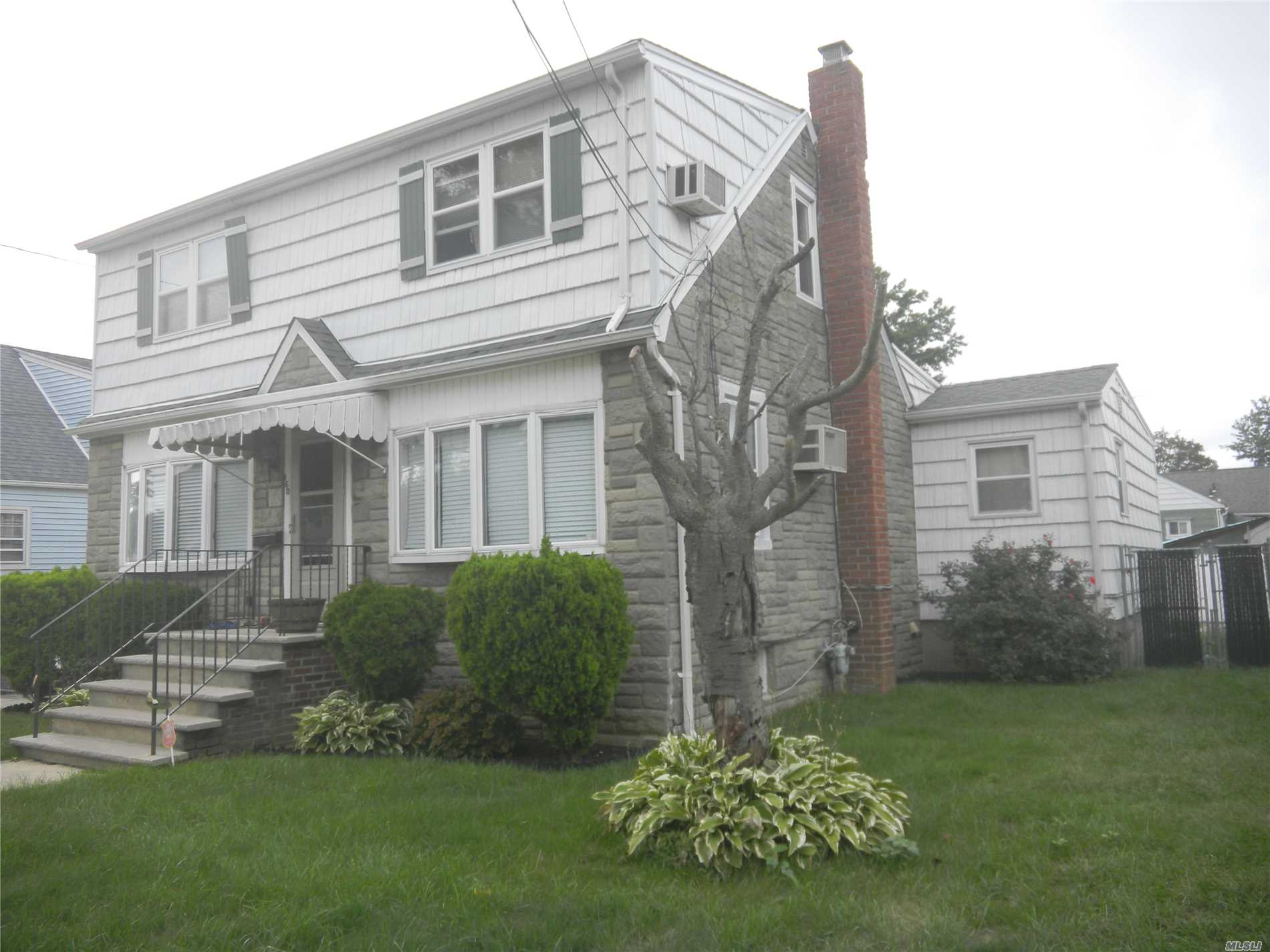 Photo of home for sale at 160 Franklin St, Elmont NY
