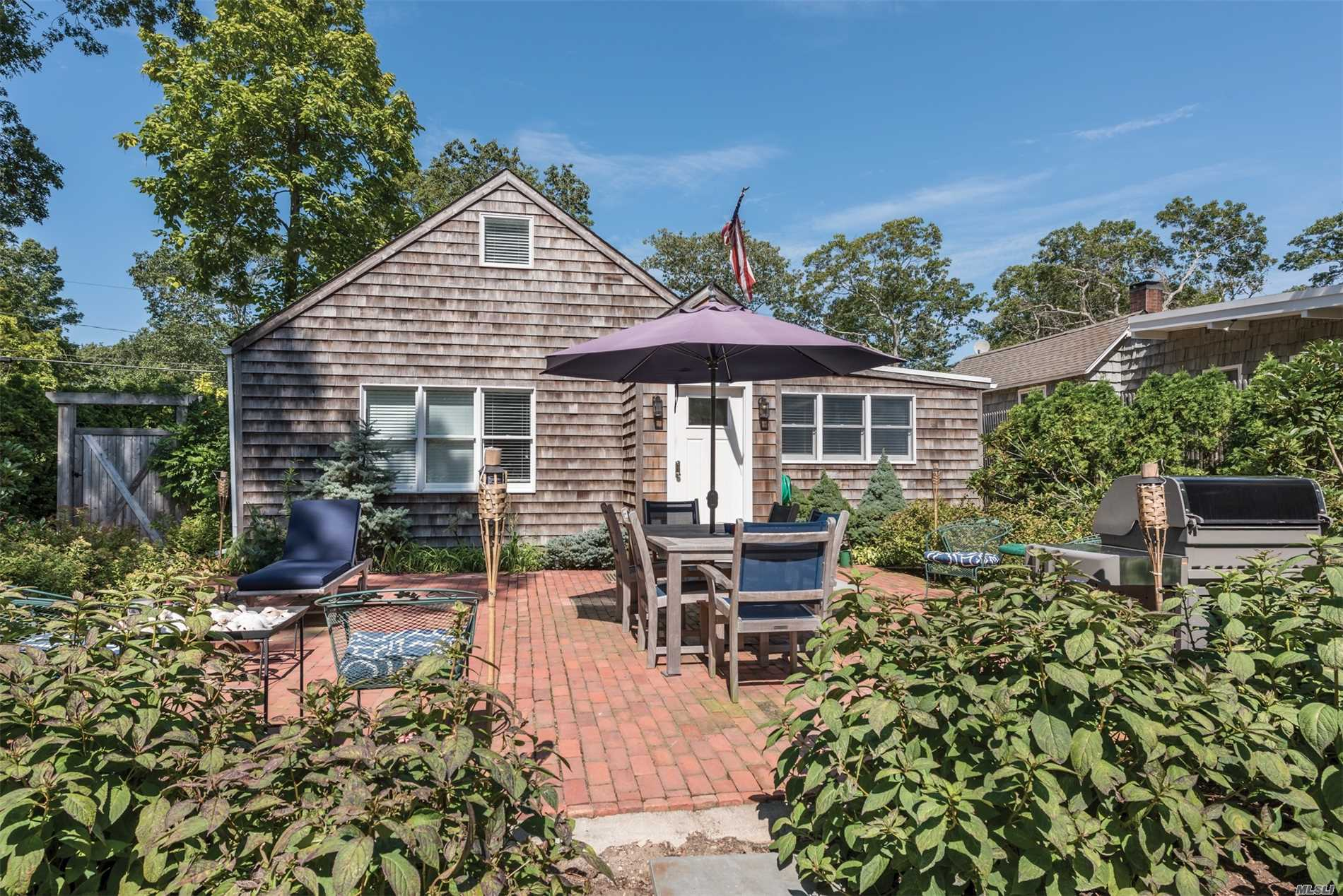 Photo of home for sale at 54 Poplar St, Sag Harbor NY