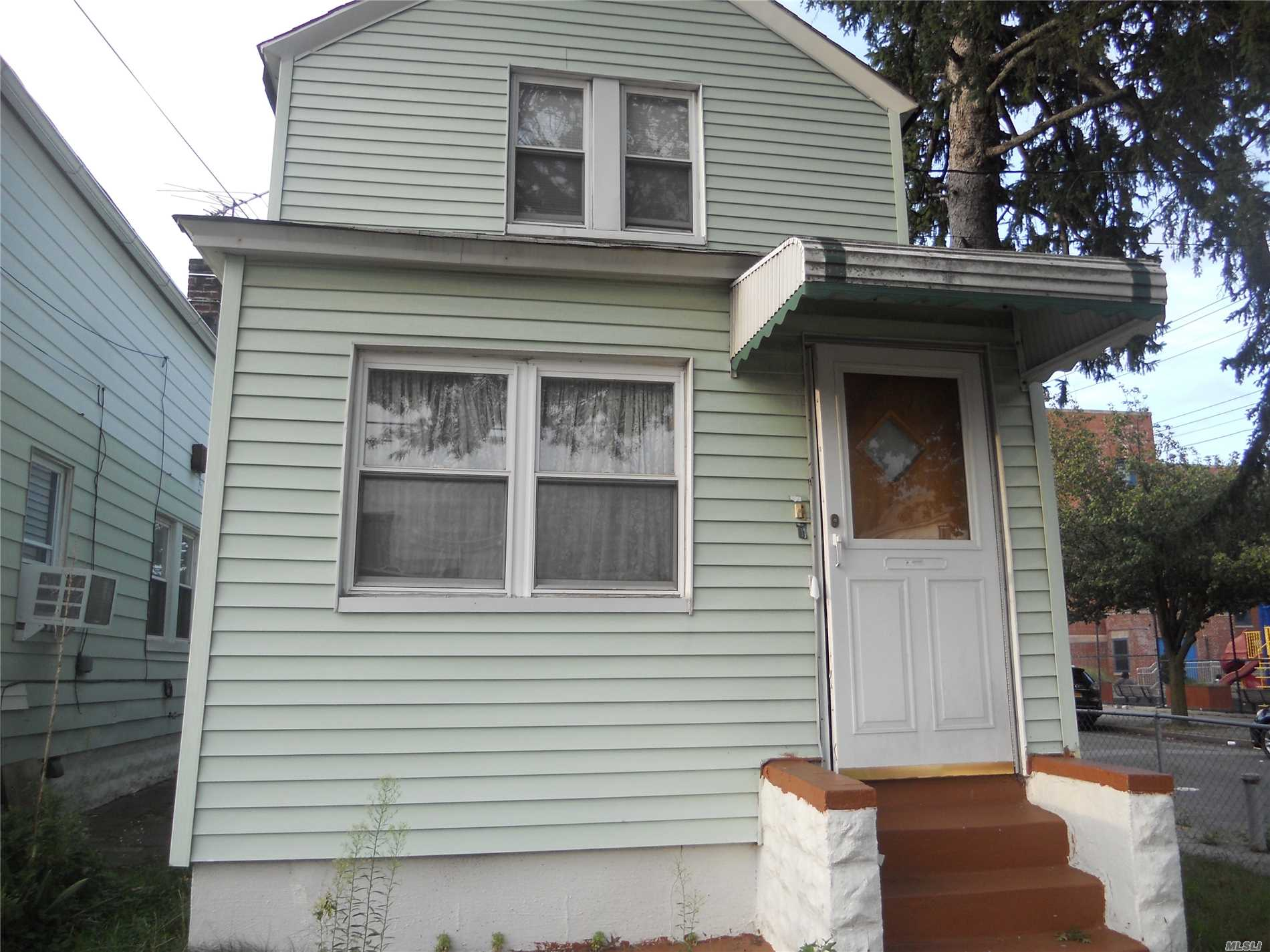Photo of home for sale at 148-19 Sutter Ave, Jamaica NY