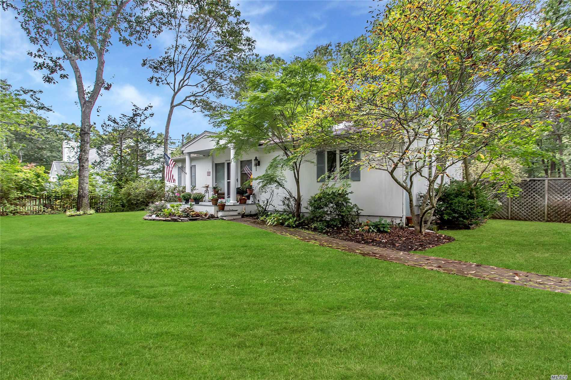 Photo of home for sale at 10 Chestnut Ln, East Quogue NY