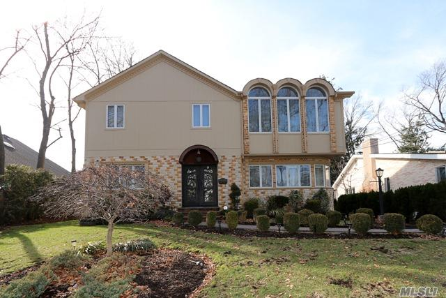 Photo of home for sale at 28 Wimbleton Ln, Great Neck NY
