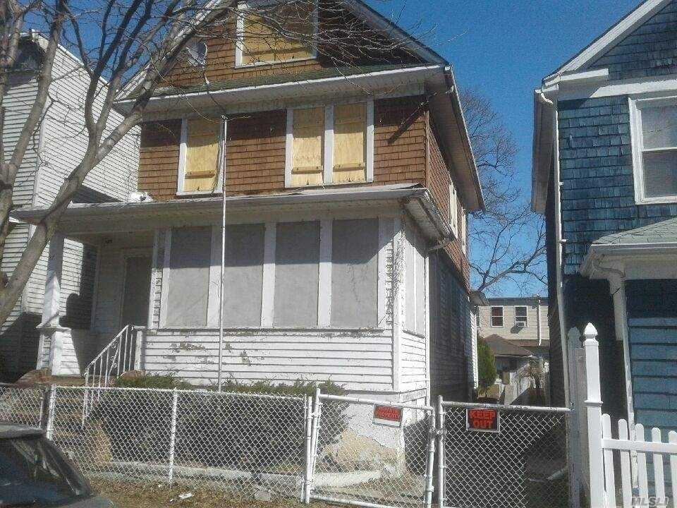 Photo of home for sale at 27 Metcalfe St, Staten Island NY