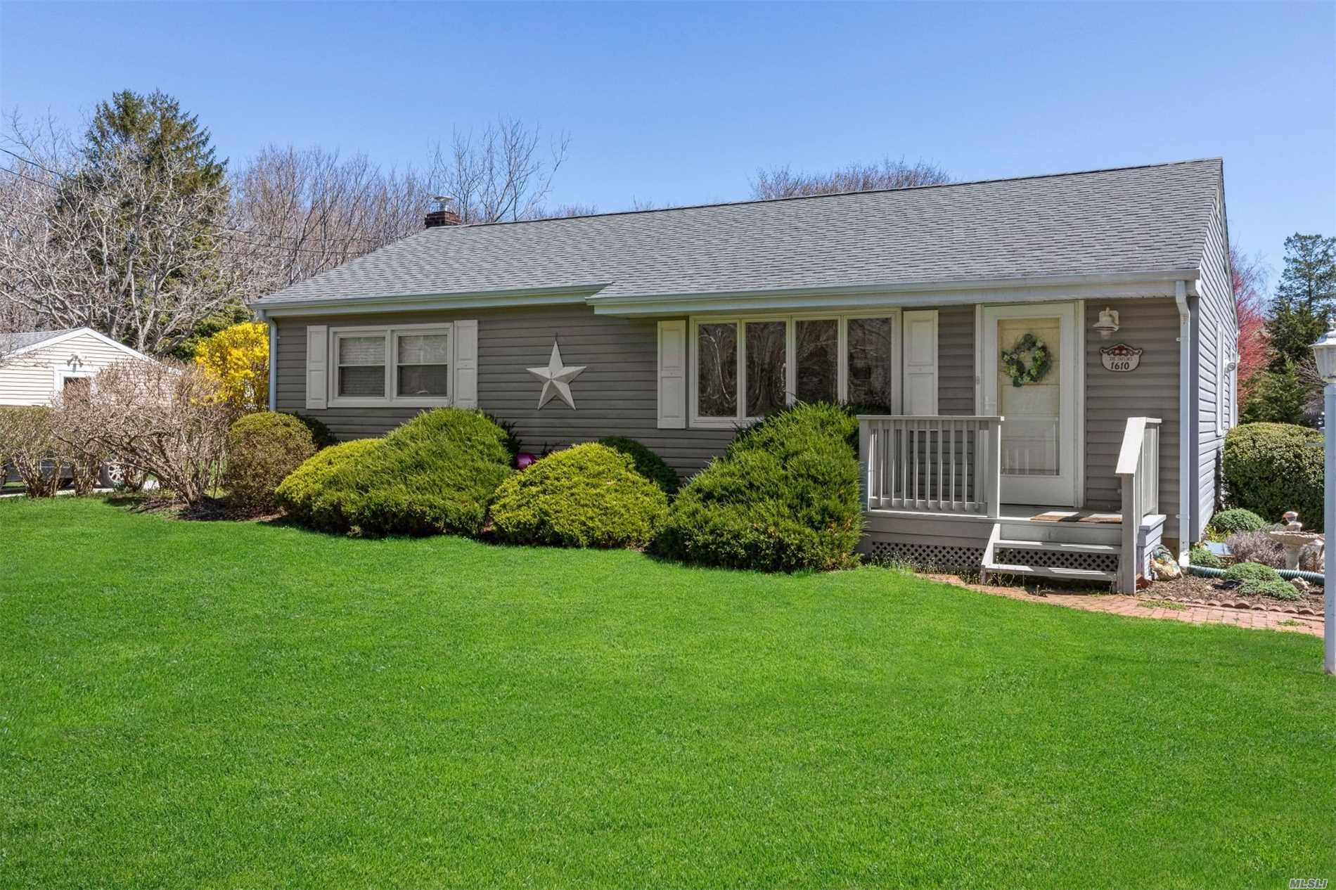 Photo of home for sale at 1650 Boisseau Ave, Southold NY