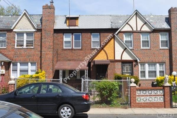 Photo of home for sale at 113-05 204th St, St. Albans NY