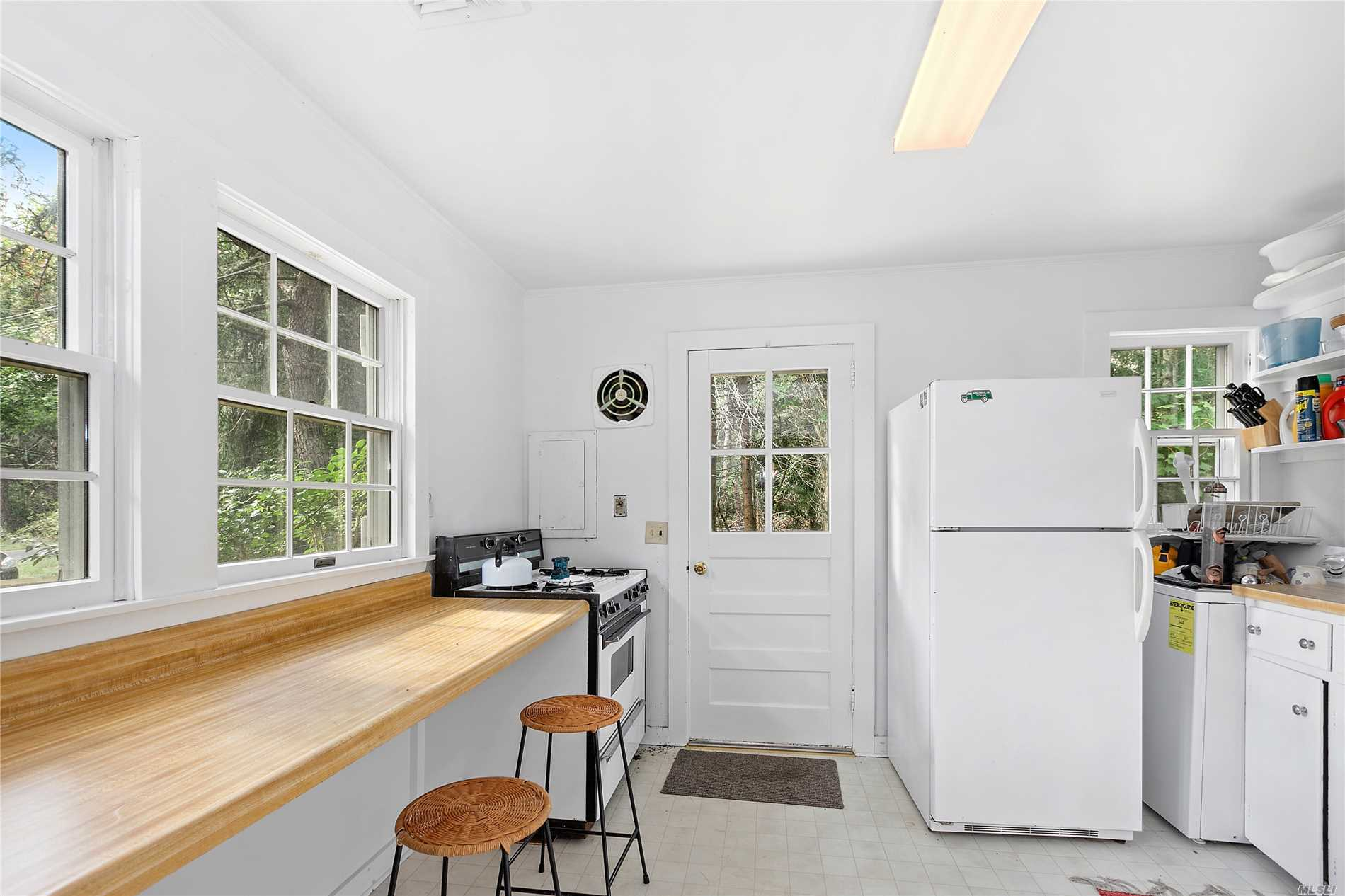 Photo of home for sale at 8 Second Neck, Quogue NY