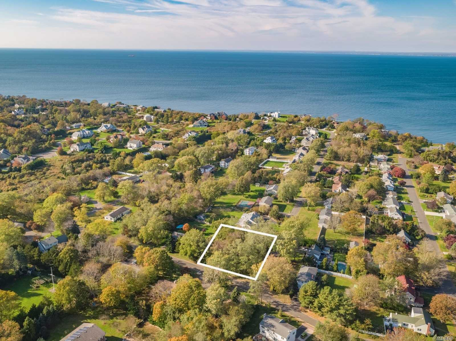 Photo of home for sale at 660 Sutton Pl, Greenport NY