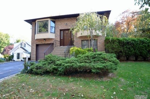 Photo of home for sale at 9 The Promenade, Glen Head NY