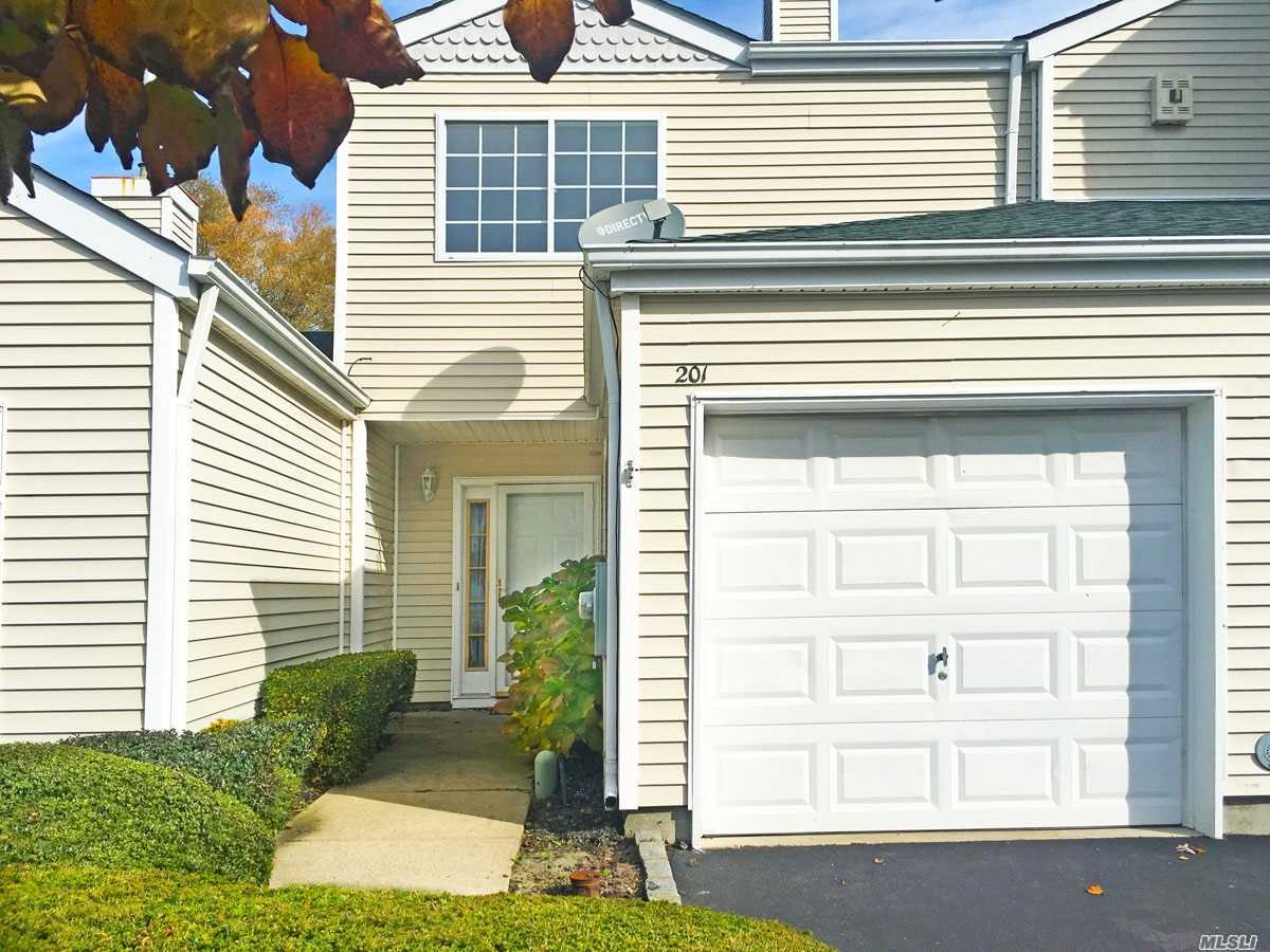 Property for sale at 201 Gothic Cir, Manorville,  NY 11949