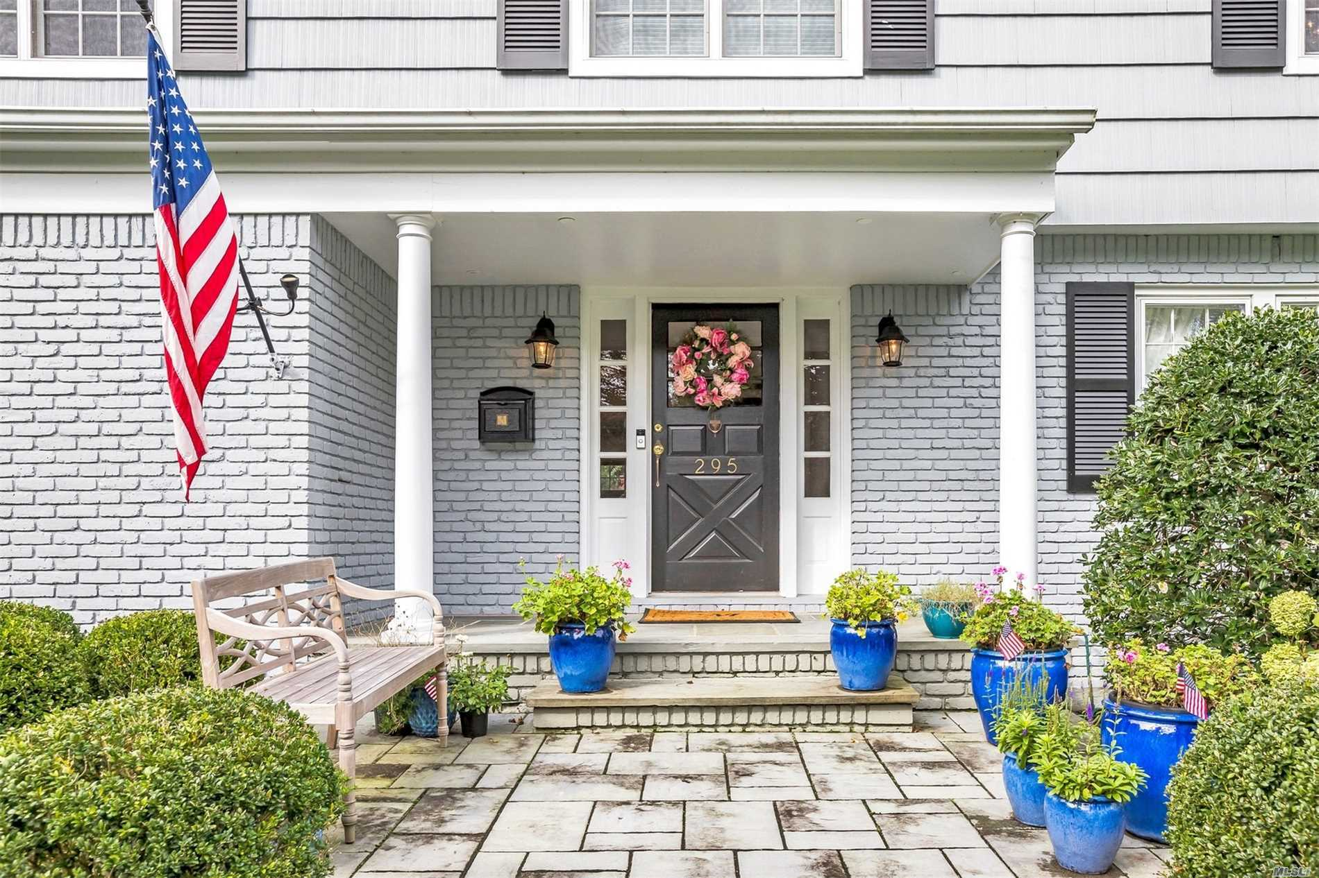 Photo of home for sale at 295 Woodland Dr, Brightwaters NY