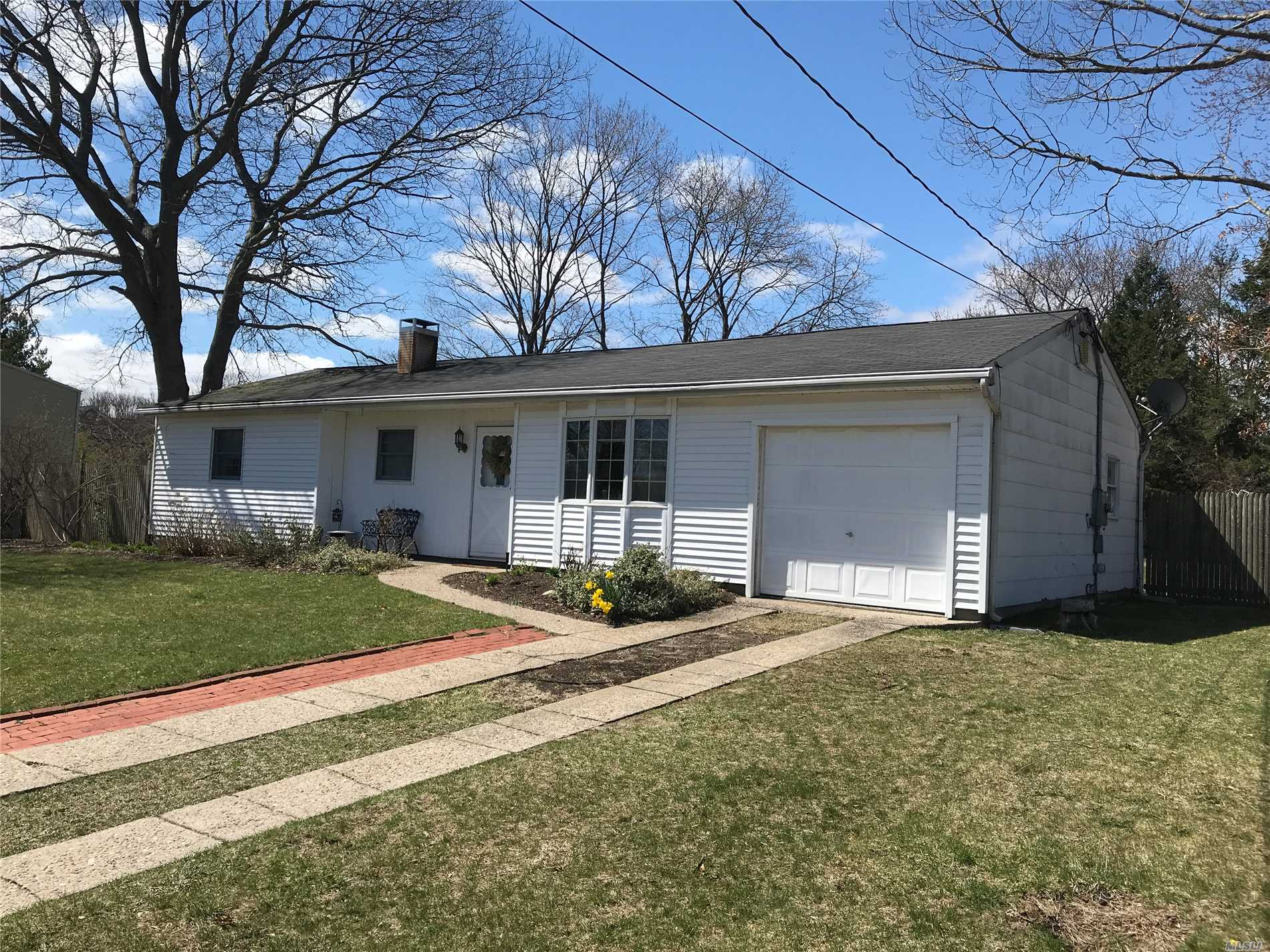 Photo of home for sale at 27 Kejaro Ct, Centereach NY
