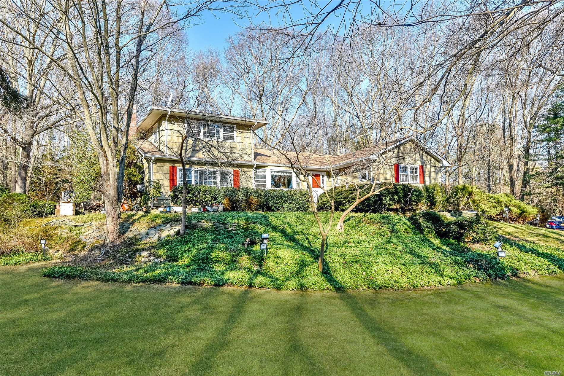 Photo of home for sale at 219 Beverly Rd, Huntington Sta NY
