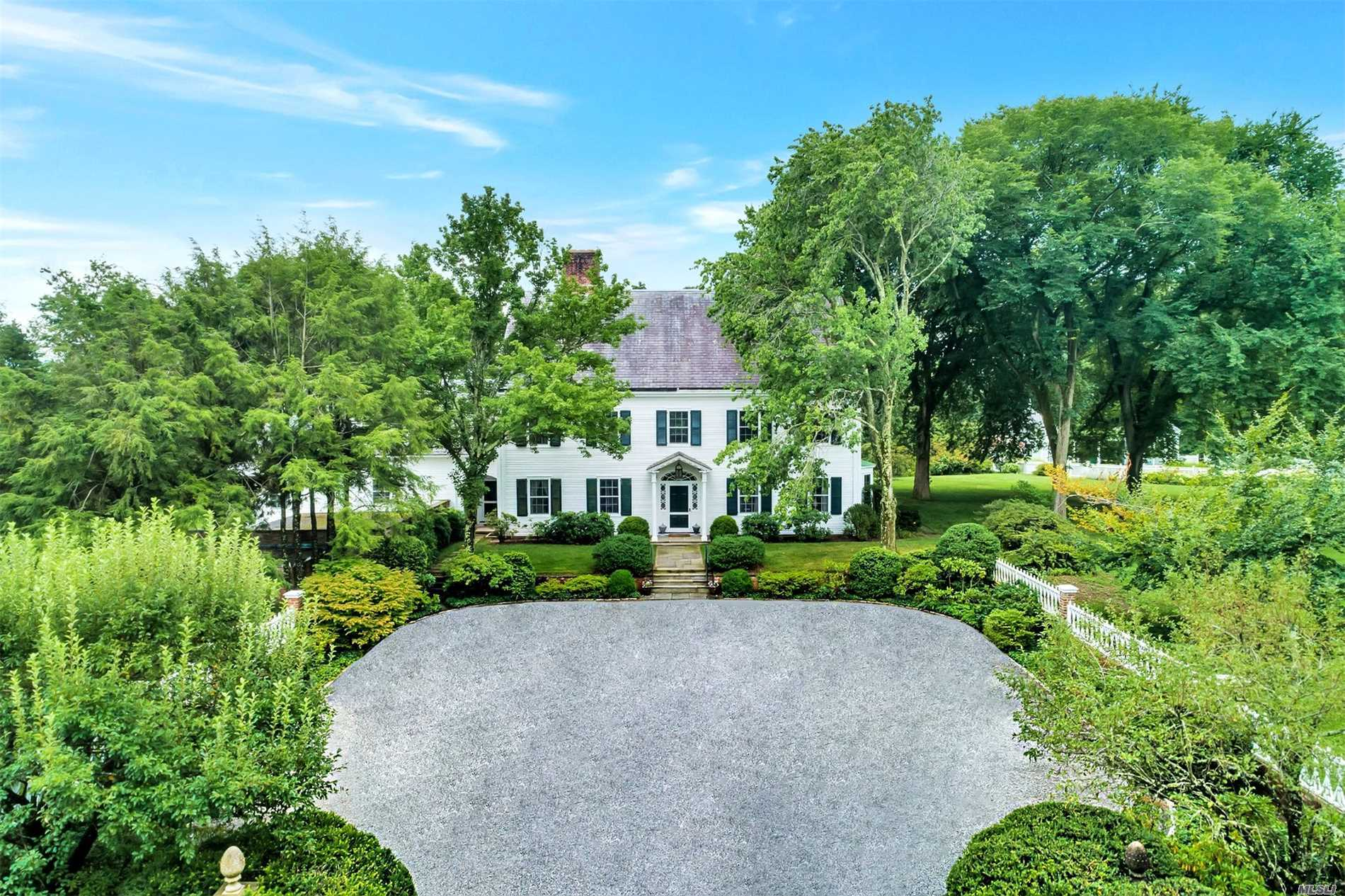 Photo of home for sale at 45 Shutter Ln, Oyster Bay Cove NY