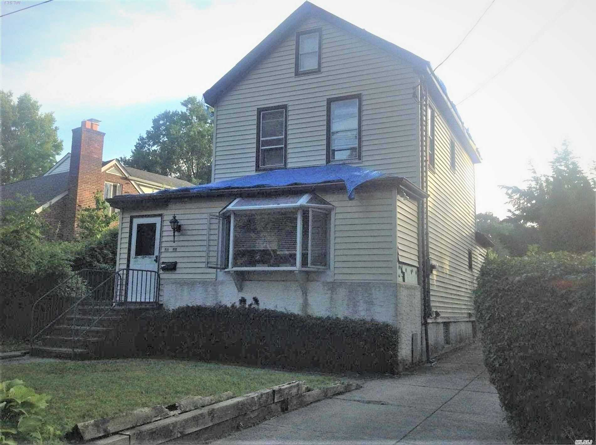 Photo of home for sale at 86-98 Sancho St, Holliswood NY