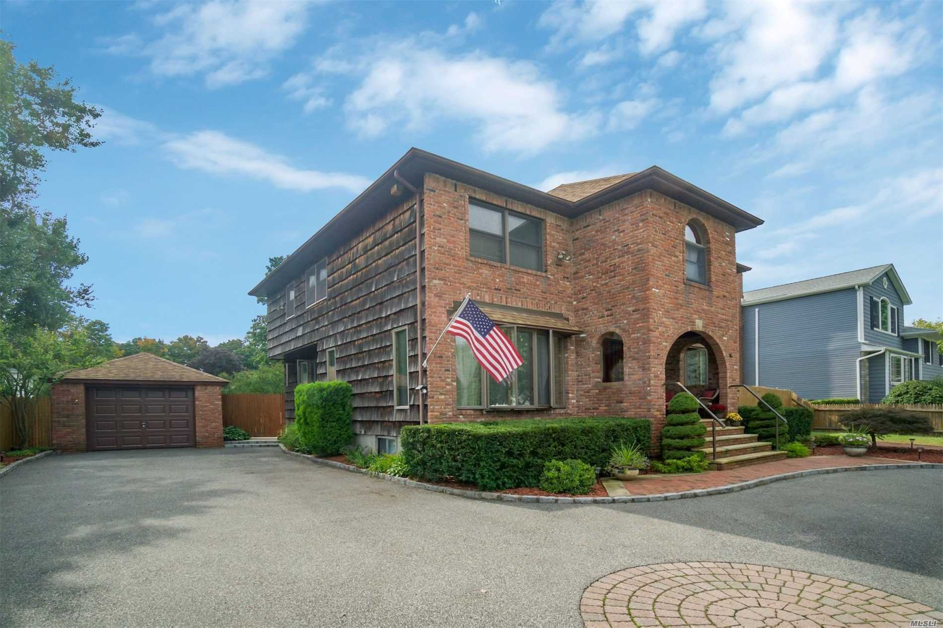 Photo of home for sale at 16 Haynes Ave, West Islip NY