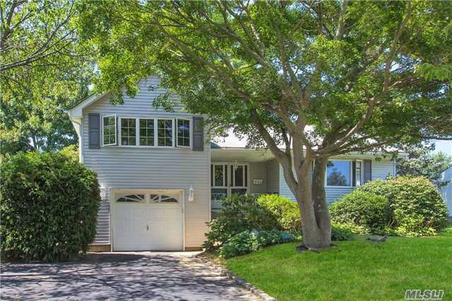 Photo of home for sale at 26 Jonquill Ln, Kings Park NY