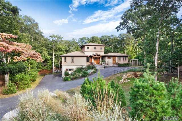 Photo of home for sale at 19 Pass Rd N, East Hampton NY