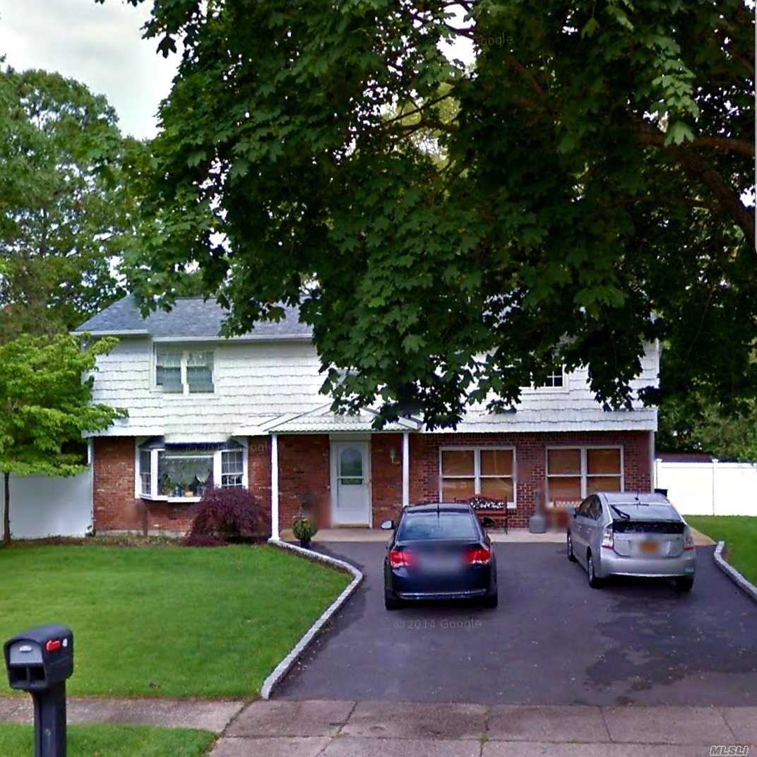 Photo of home for sale at 49 Summerfield Dr, Lake Grove NY