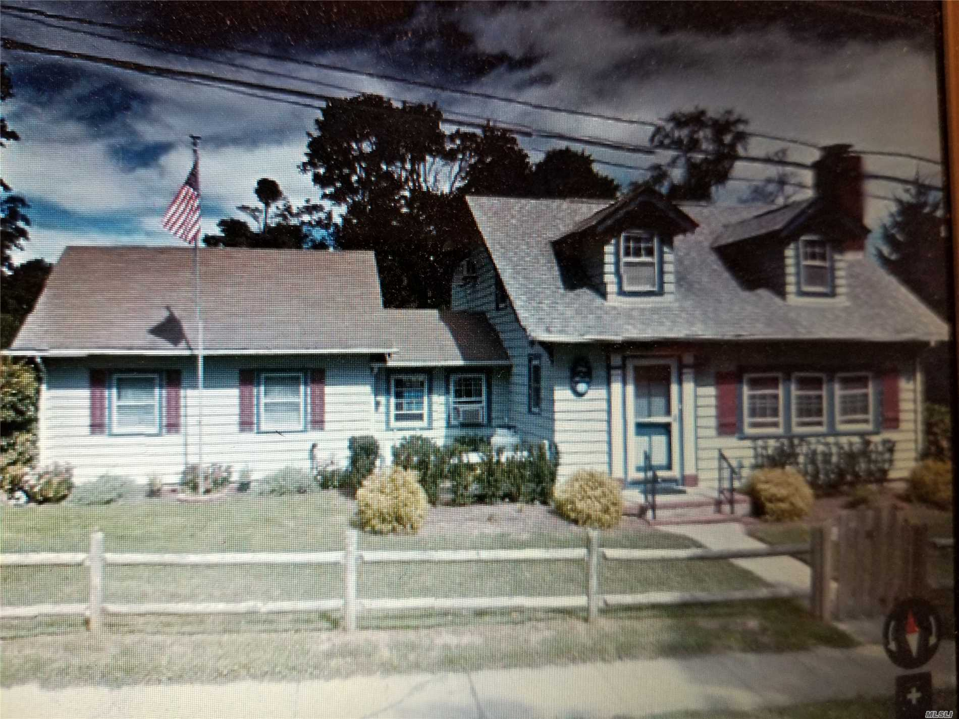 Photo of home for sale at 21 Maple Ave, East Moriches NY