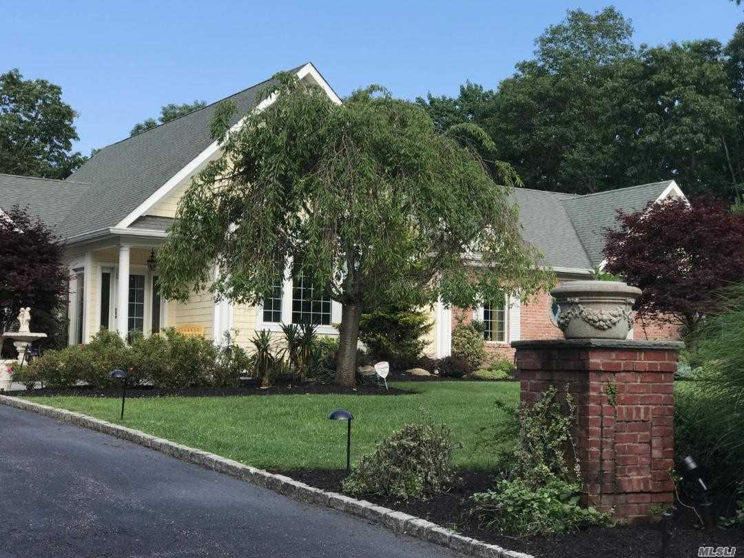 Photo of home for sale at 3 Frances Ln, Port Jefferson NY