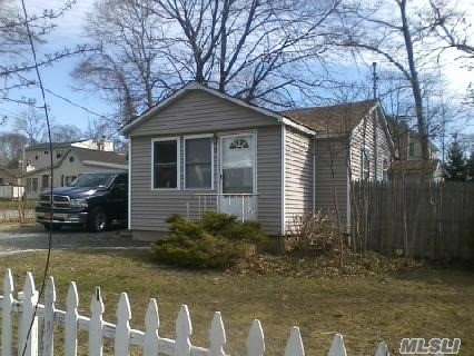 Photo of home for sale at 3 Jupiter Rd, Rocky Point NY