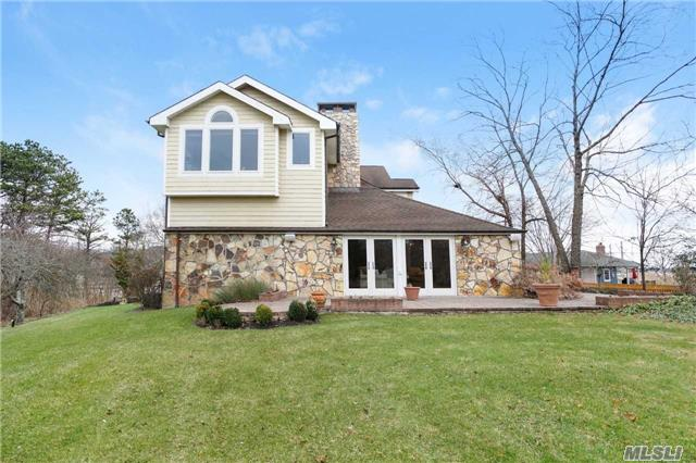 Photo of home for sale at 27 Tiana Rd W, Hampton Bays NY