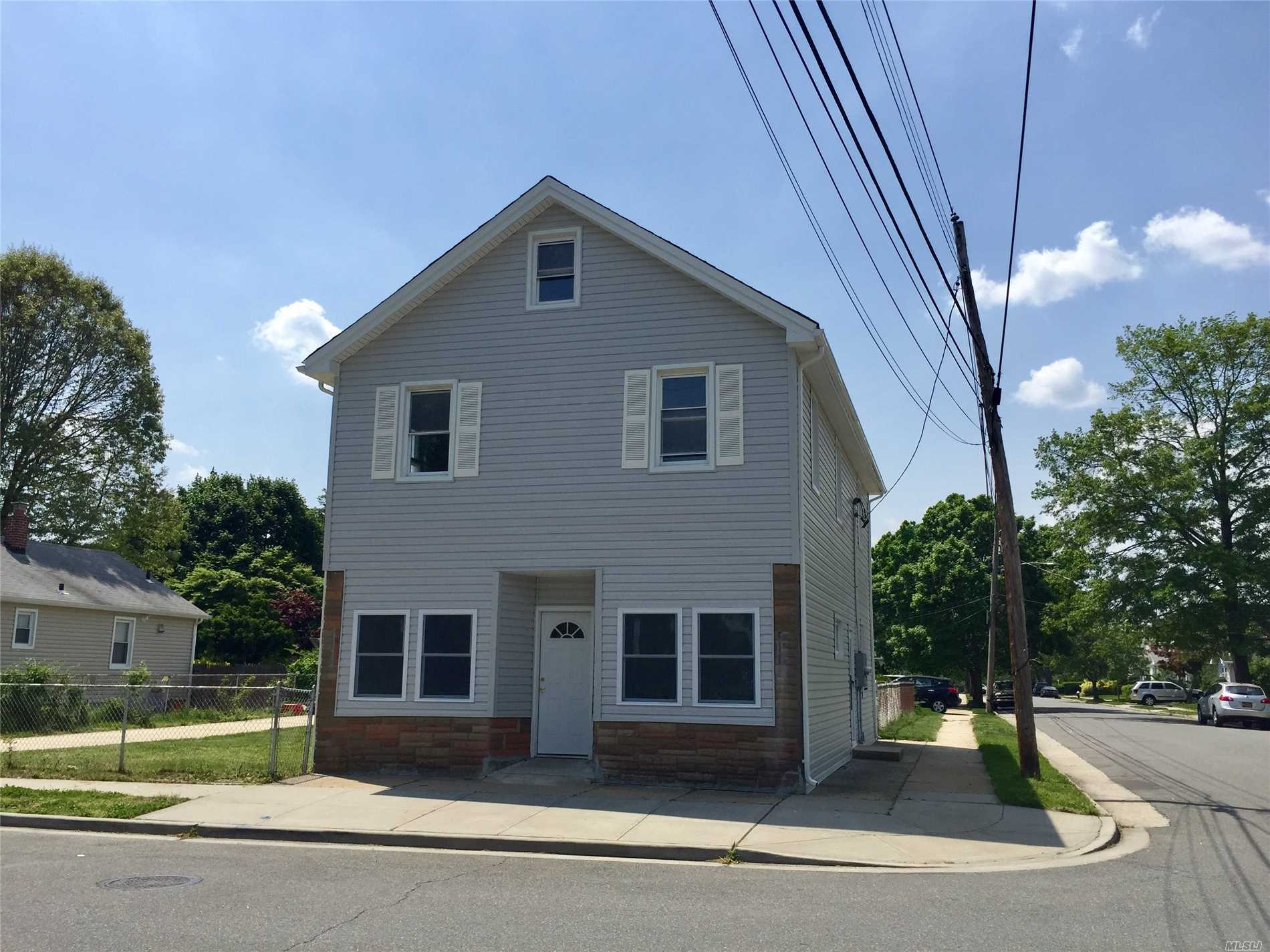 Photo of home for sale at 596 Jennings Ave, West Hempstead NY