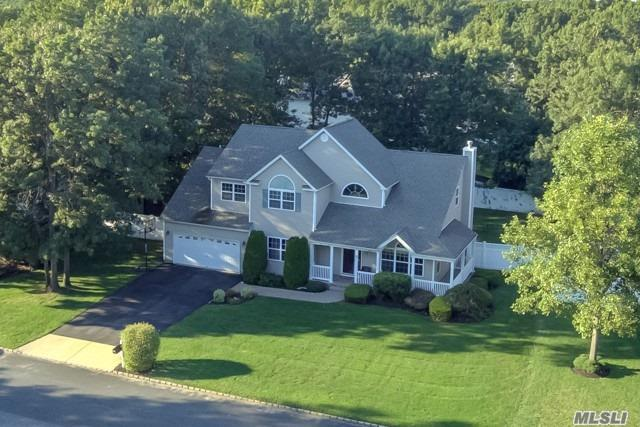 Photo of home for sale at 20 Justin Cir, Pt.Jefferson Sta NY