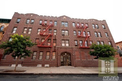 Photo of home for sale at 246 Cornelia St, Brooklyn NY