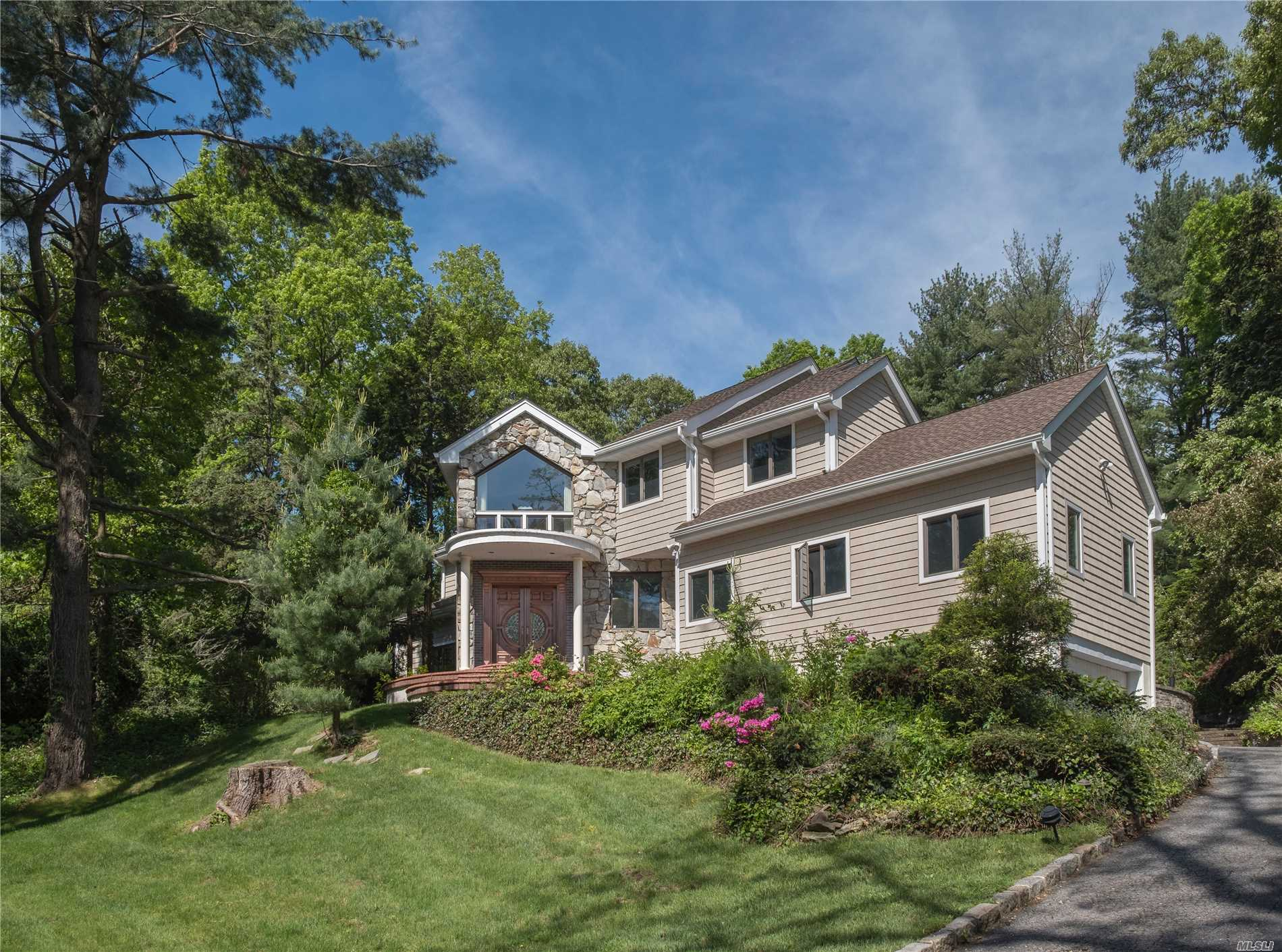 Photo of home for sale at 38 Valley Rd, Old Westbury NY